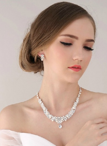 Gorgeous Alloy Wedding jewelry Including Necklace And Earrings