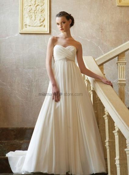 robe de mari e taille empire en chiffon bustier coeur tra ne chapelle. Black Bedroom Furniture Sets. Home Design Ideas