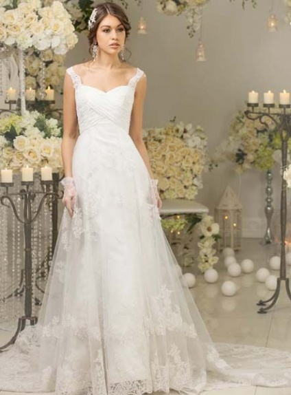 Abiti Da Sposa Semplici Ed Economici.A Line Sweetheart Chapel Train Lace Tulle Wedding Dress