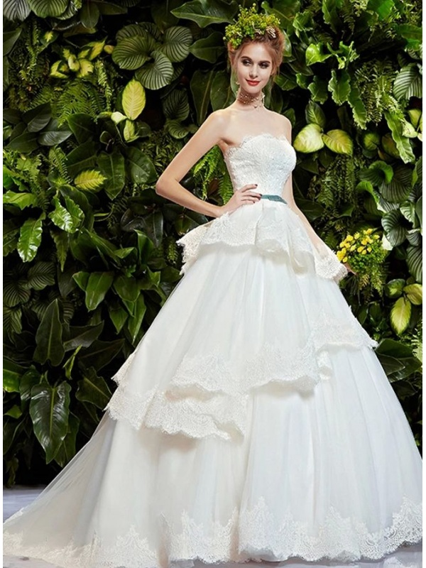Abito da Sposa Principesco in pizzo con scollo dritto e gonna a balze