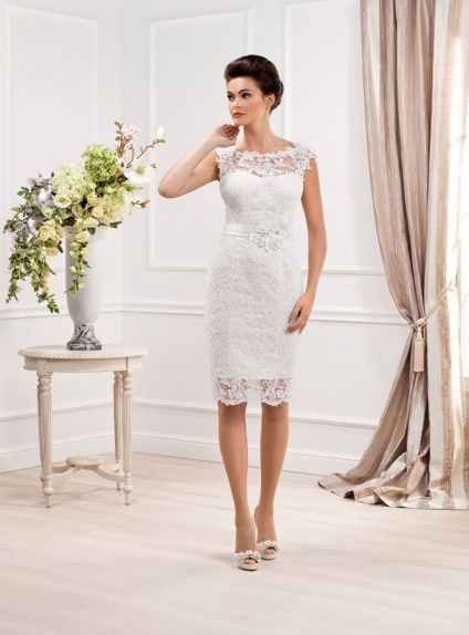 Short sheath knee length lace low round scooped neck for Short lace sheath wedding dress