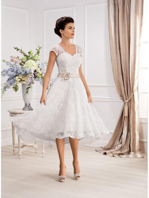 67f08d69cd6e Vestito da Sposa Corto in pizzo con spalline di pizzo e cintura in raso  colorata ...