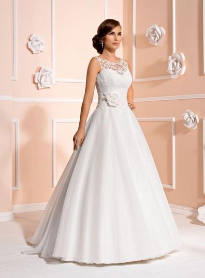 5778530e978b Vestito Da Sposa In Organza E Pizzo Con Cintura Di Raso E Gonna