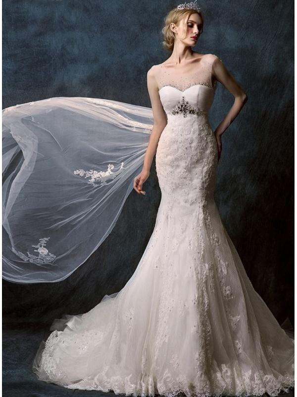 Abiti Sposa Con Strascico Lungo   Abito da sposa a sirena con pizzo strass  argento e d24beceda0f