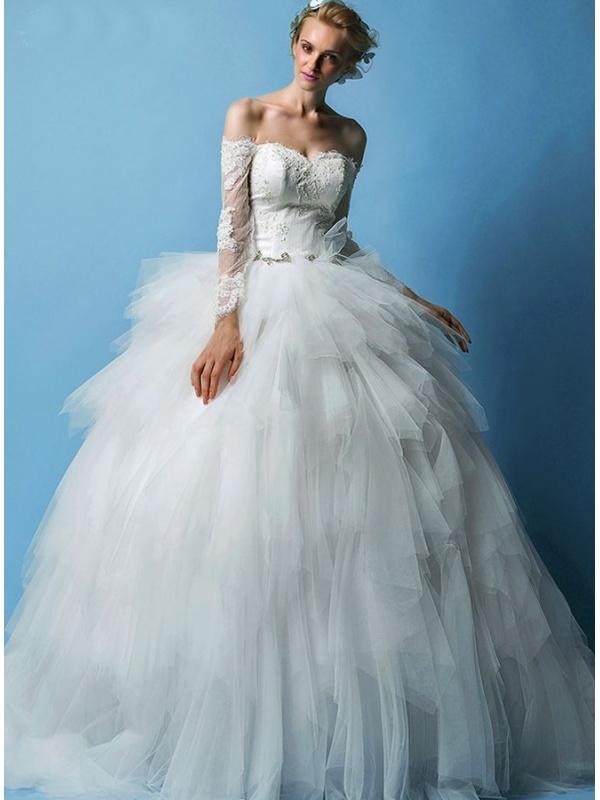 b668bf8f4307 Abiti In Tulle Sposa » Abito da sposa principesco con gonna ampia in ...