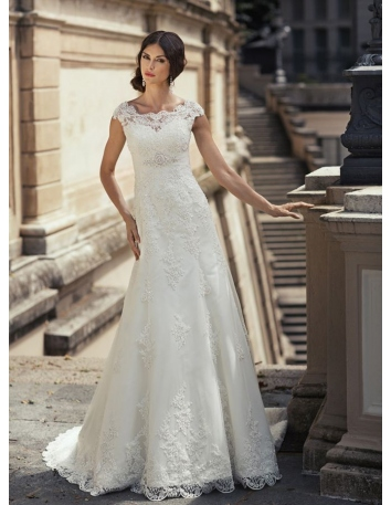 A-line Chapel train Tulle Low round/Scooped neck Wedding dress