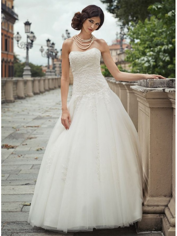 Mada Abito Da Sposa Con Ampia Gonna In Tulle Pronovias 2015 Pictures ...