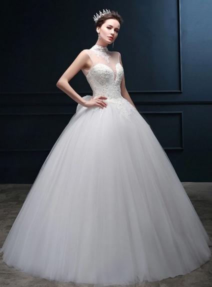 2af2fee734f0 Abito da Sposa principesco online in tulle con corpetto trasparente  giromanica e chiusura a lacci ...