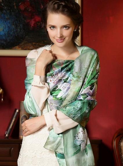 hot sale online 8d6b8 44b3e Stola di seta Coprispalle per cerimonia nelle tonalità del verde con fiori