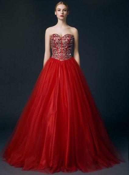 Robe de mariée ligne trapèze jupe ample en tulle rouge bustier coeur ...