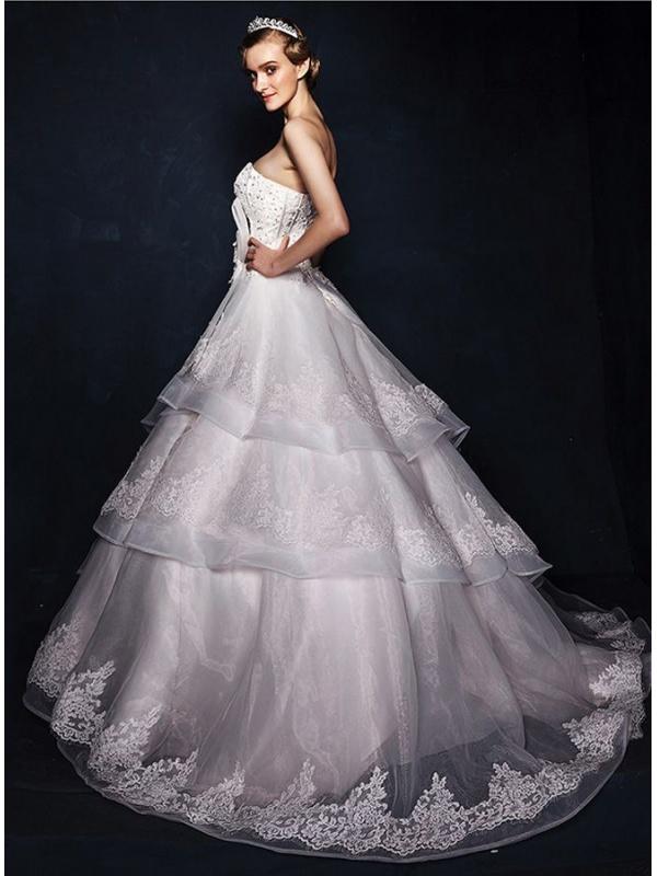 Abiti da sposa luminosi