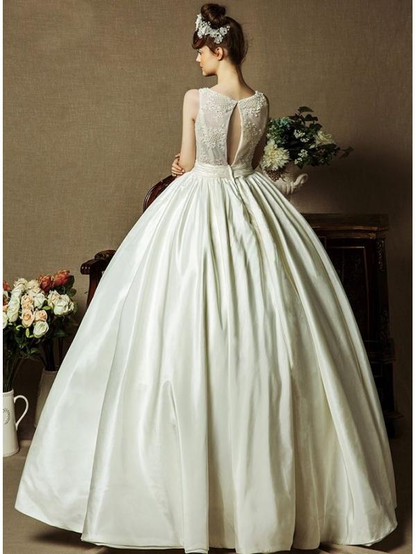 robe de mari e style princesse jupe ample en taffetas d collet goutte. Black Bedroom Furniture Sets. Home Design Ideas