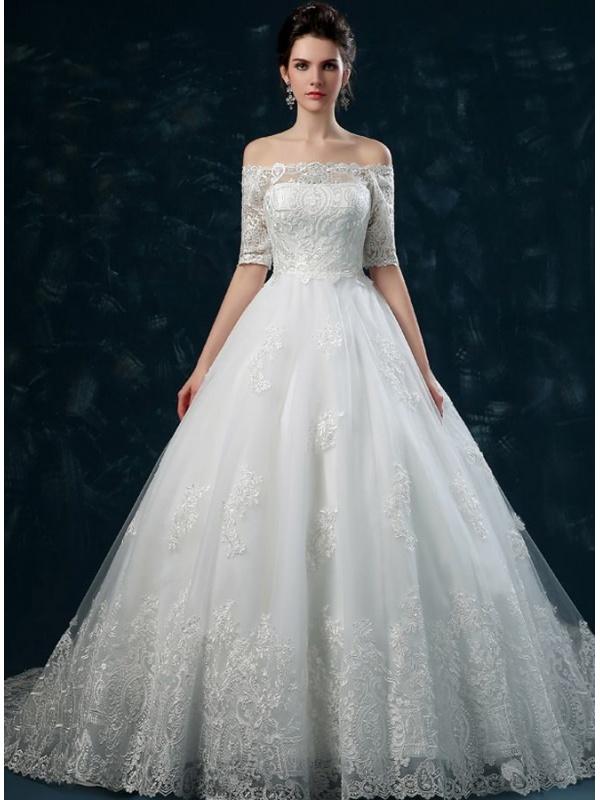 Au Train Mi >> Robe de mariée décolleté droit jupe et corsage brodé manches 3/4 traîne