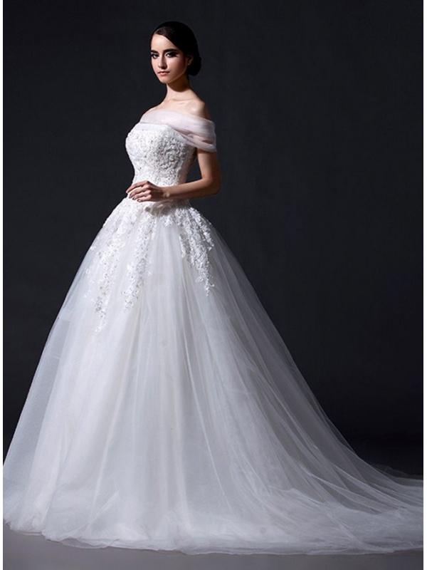robe de mari e en tulle vaporeux taille basque corset