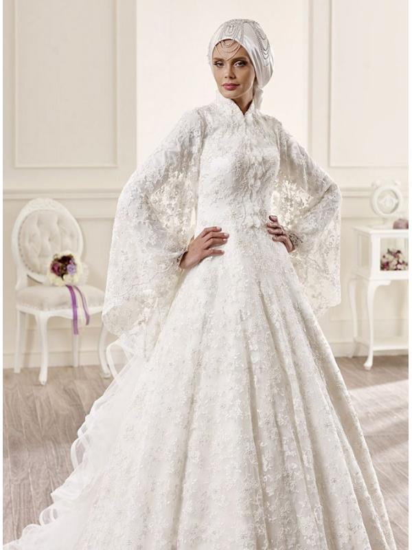 fa16f31c24e8 Abito Invernale Da Cerimonia ~ Abito da sposa invernale particolare con  maniche lunghe a