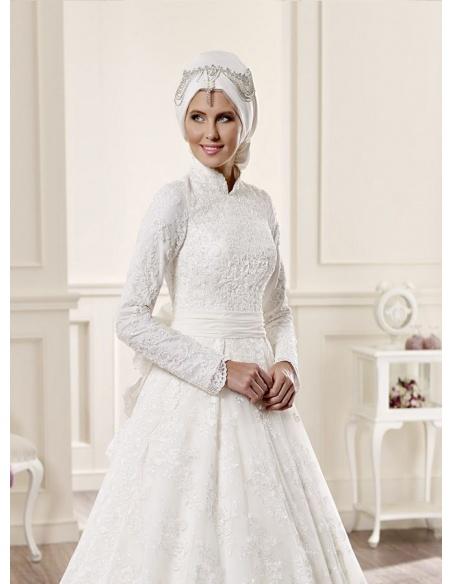 50f80257b92a Vestito da Sposa Invernale Economico Online di pizzo con colletto e manica  lunga. Prezzo scontato