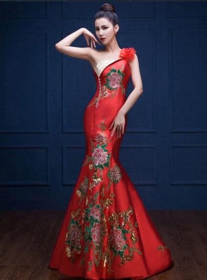 Abito da Sera elegante a Sirena rosso con ricami di rose e paillettes dorate ad9b4e033f2