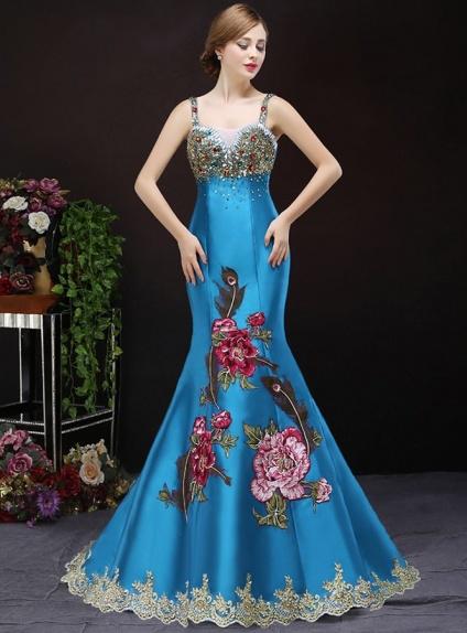 Vestito Elegante a Sirena per occasioni speciali con applicazioni preziose e ricami