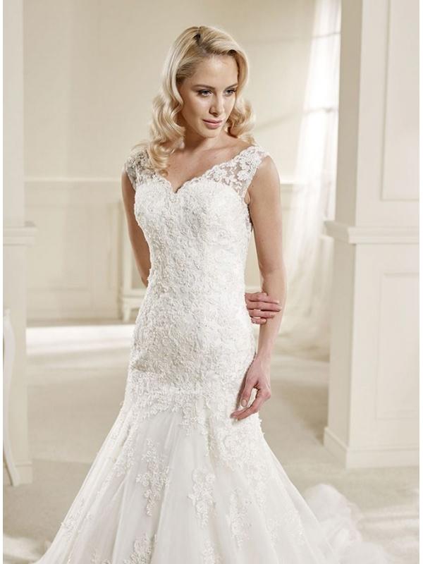 Mermaid Wedding Dress With Chapel Train : Mermaid v neck chapel train tulle wedding dress