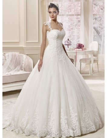 A-line Sweetheart Chapel train Tulle Low round/Scooped neck Wedding dress