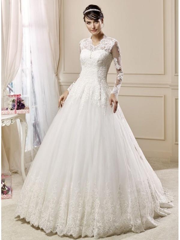 Proponiamo questo splendido abito da sposa fine in pizzo delicato con ...