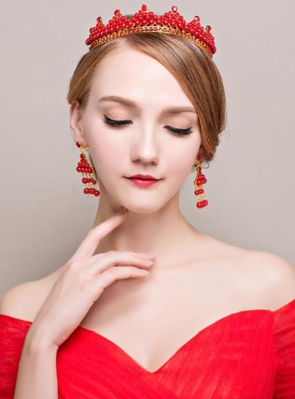 Tiara ed Orecchini con perline e strass rossi