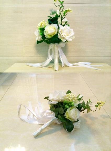 Bouquet Sposa Elegantissimo.Bouquet Sposa Elegante Con Fiori Bianchi Artificiali