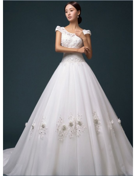A-line Chapel train Tulle Lace Low round/Scooped neck Wedding dress