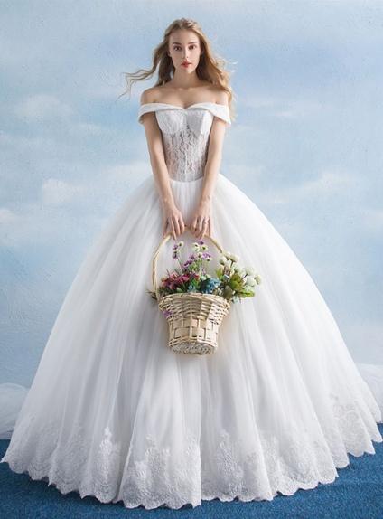 Abito da Sposa principesco con bustino trasparente di Pizzo online