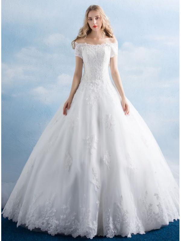 8460c510f4d2 Abito da Sposa Principesco online con scollo a barchetta e applicazioni di  Pizzo ...
