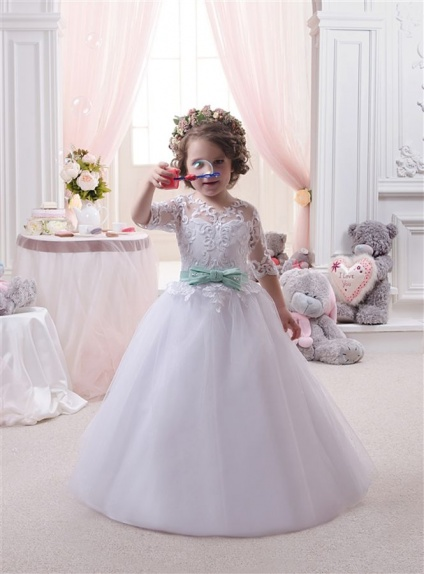 Flower girl A-line Chapel train Tulle Low round/Scooped neck Wedding party dress