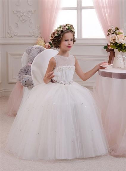 Longue robe de bouquetière en tulle corsage illusion bustier droit