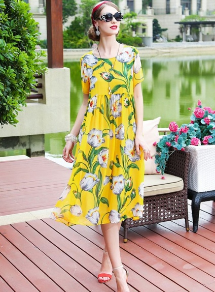 Abito a fantasia giallo con fiori in Pura Seta online