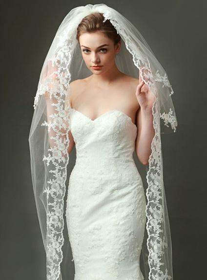 Velo da Sposa lunghezza media con merletto e pizzo