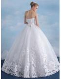 Vestito da sposa in pizzo ritagliato opaco e gonna principesca
