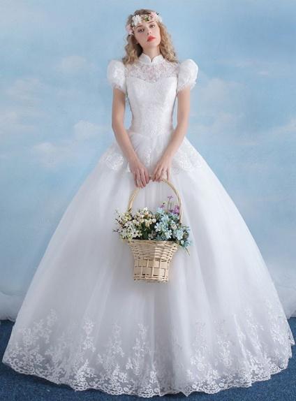 Abito da sposa tradizionale vintage con maniche a palloncino