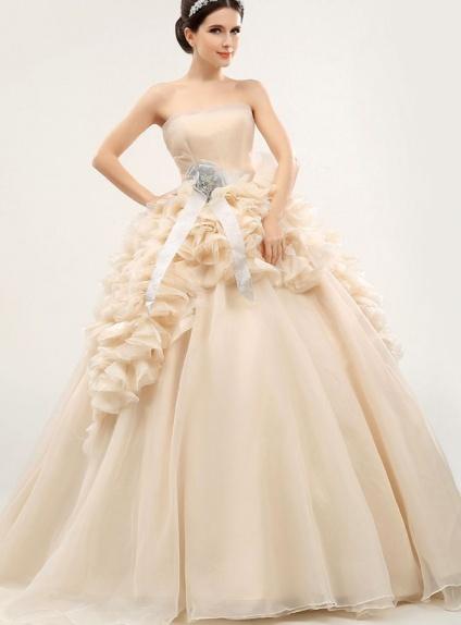 Bouquet Sposa Vestito Champagne.Abito Da Sposa Champagne Principesco Con Gonna Drappeggiata Elegante