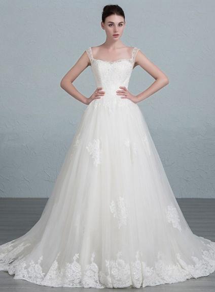 ab20e96e7925 Fantastico abito da sposa a line in pizzo pregiato su misura e  personalizzabile