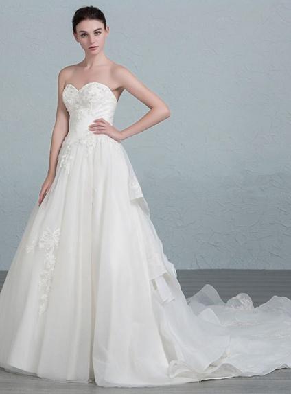 A Line Sweetheart Chapel Train Organza Lace Wedding Dress