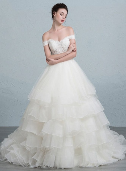 Abito da Sposa in Organza con scollo a barchetta e gonna a balze voluminosa