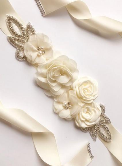 Cintura floreale per abiti da sposa e cerimonia in vari colori