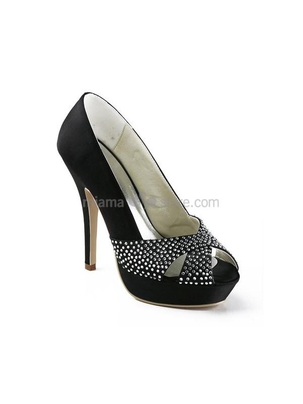 Compra online le scarpe con tacco. Scarpe eleganti o dal look casual, con tacco comodo o impegnativo. Consegna in 24/48 ore. Spedizione anche in contrassegno.