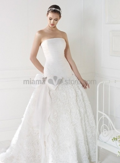 DARIA - A-line Strapless Chapel train Organza Wedding dress